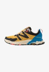 New Balance - HIERRO V5 - Chaussures de running - yellow - 0