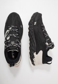 New Balance - HIERRO V5 - Chaussures de running - black - 1