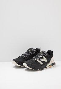 New Balance - HIERRO V5 - Chaussures de running - black - 2