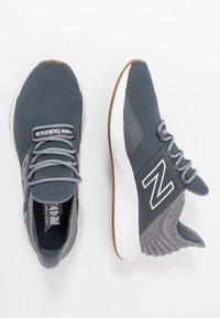 New Balance - ROAV - Neutral running shoes - lead - 1