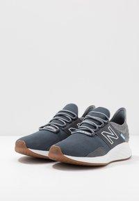 New Balance - ROAV - Neutral running shoes - lead - 2