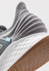 New Balance - ROAV - Neutral running shoes - lead - 5