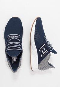 New Balance - ROAV - Chaussures de running neutres - natural indigo - 1