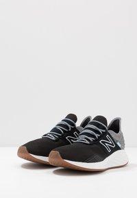 New Balance - ROAV - Chaussures de running neutres - light aluminium - 2