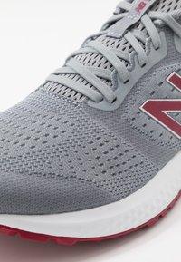 New Balance - 520 V6 - Chaussures de running neutres - grey - 5