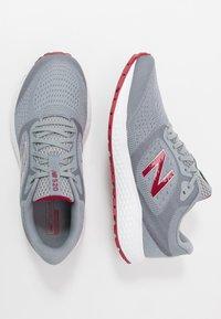 New Balance - 520 V6 - Chaussures de running neutres - grey - 1