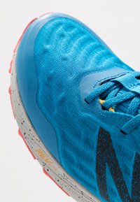 New Balance - NITREL - Zapatillas de trail running - blue - 5