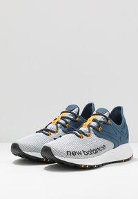 New Balance - TRAIL ROAV - Chaussures de running - stone blue/white - 2