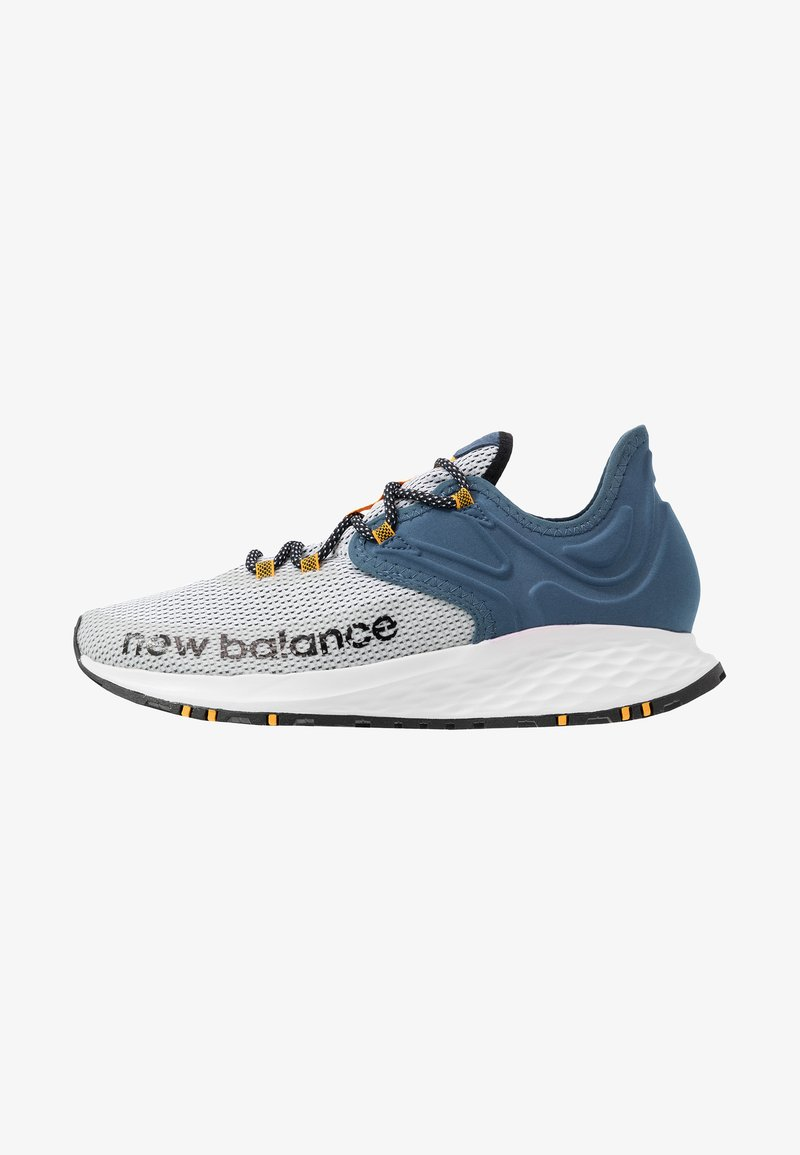 New Balance - TRAIL ROAV - Chaussures de running - stone blue/white