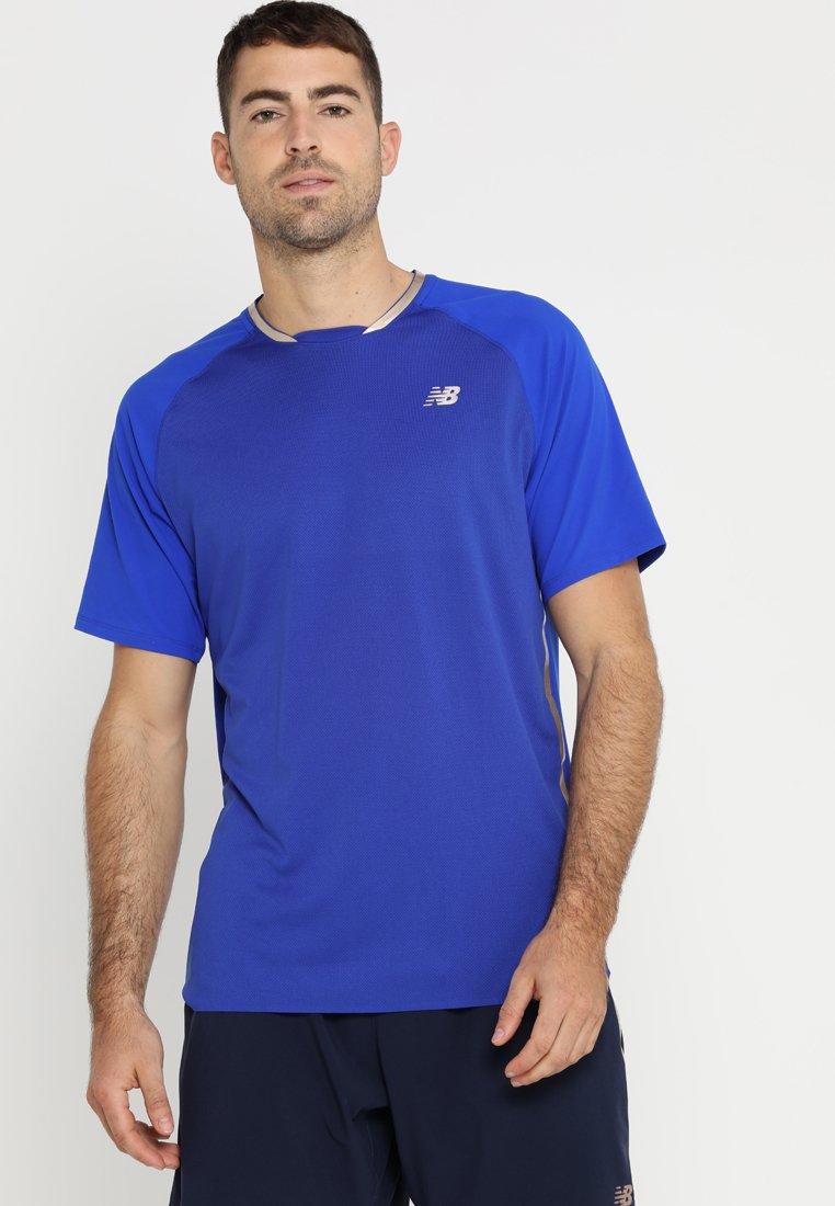 New Balance - TOURNAMENT MOVEMENT  - Camiseta estampada - uv blue