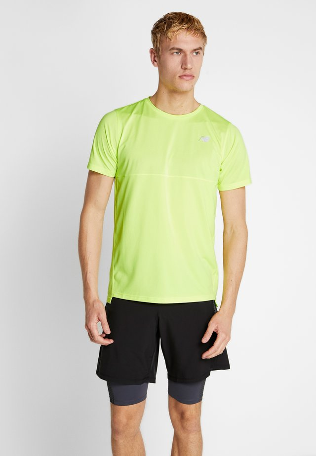 ACCELERATE - T-shirts - green