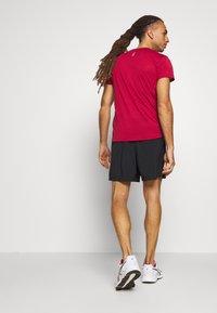 New Balance - ACCELERATE SHORT - Sports shorts - black - 2