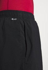 New Balance - ACCEL SHORT - Pantalón corto de deporte - black - 3