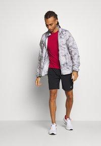 New Balance - ACCEL SHORT - Pantalón corto de deporte - black - 1