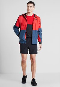 New Balance - LIGHTWEIGHT JACKET - Veste de running - team red - 1
