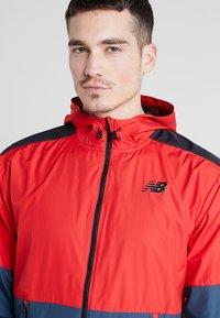 New Balance - LIGHTWEIGHT JACKET - Veste de running - team red - 3