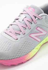 New Balance - ARISHI - Chaussures de running neutres - light grey - 2