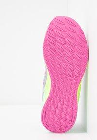 New Balance - ARISHI - Chaussures de running neutres - light grey - 5