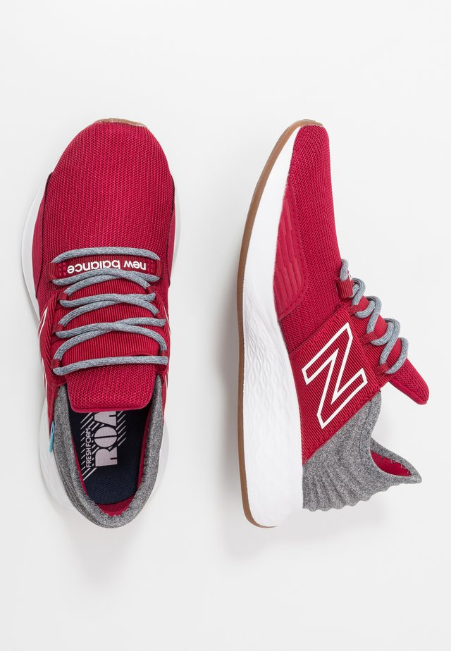 GEROVTR - Zapatillas de running neutras - red/grey