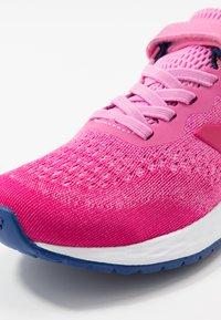 New Balance - YAARICP3 - Neutral running shoes - pink - 2