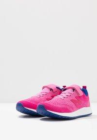 New Balance - YAARICP3 - Neutral running shoes - pink - 3