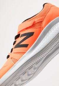 New Balance - YT570GB - Neutrala löparskor - orange - 2