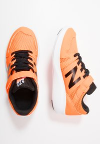 New Balance - YT570GB - Neutrala löparskor - orange - 0