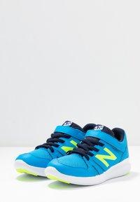 New Balance - YT570GB - Neutrala löparskor - blue/green - 3