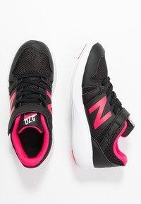 New Balance - YT570GB - Neutrala löparskor - black/pink - 0