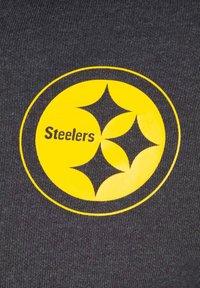 New Era - NFL LARGE GRAPHIC PITTSBURGH STEELERS KAPUZENSWEATJACKE HERREN - Zip-up hoodie - black - 2