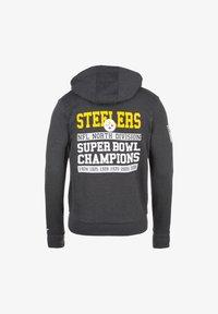 New Era - NFL LARGE GRAPHIC PITTSBURGH STEELERS KAPUZENSWEATJACKE HERREN - Zip-up hoodie - black - 1