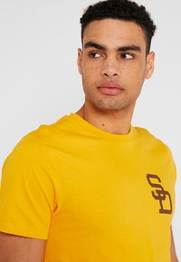 New Era - MLB SAN DIEGO PADRES - Print T-shirt - yellow - 3