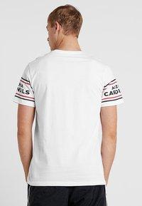New Era - NFL BADGE TEE - Klubbkläder - white - 2