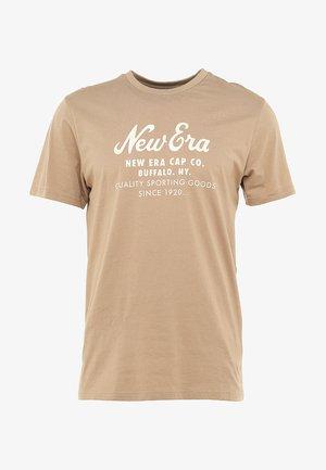 HERITAGE SCRIPT TEE - T-shirts med print - beige