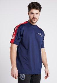 New Era - NFL NEW ENGLAND PATRIOTS OVERSIZED TEE - Klubbkläder - blue - 0