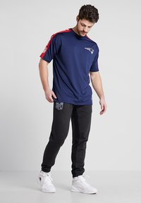 New Era - NFL NEW ENGLAND PATRIOTS OVERSIZED TEE - Klubbkläder - blue - 1