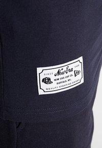 New Era - SCRIPT TEE - T-shirt - bas - navy - 5