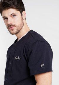 New Era - SCRIPT BUTTON UP - T-shirt imprimé - navy - 3