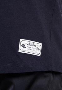 New Era - SCRIPT BUTTON UP - T-shirt imprimé - navy - 5