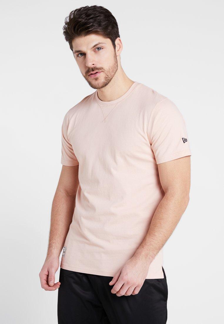 New Era - PATCH TEE - Print T-shirt - mottled pink