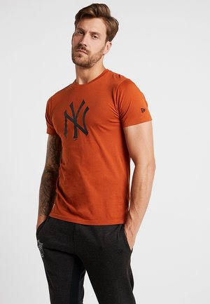 MLB NEW YORK YANKEES SEASONAL TEAM LOGO TEE - Klubbklær - rust
