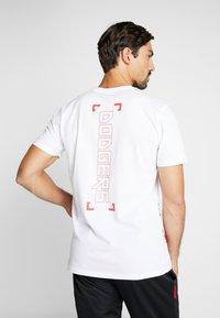 New Era - LOS ANGELES DODGERS BLUEPRINT TEE - Print T-shirt - white - 2