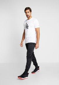 New Era - LOS ANGELES DODGERS BLUEPRINT TEE - Print T-shirt - white - 1