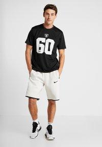 New Era - NFL OAKLAND RAIDERS SUPPORTERS TEE - Print T-shirt - black - 1
