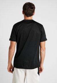 New Era - NFL OAKLAND RAIDERS SUPPORTERS TEE - Print T-shirt - black - 2