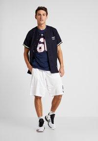 New Era - NFL NEW ENGLAND PATRIOTS SUPPORTERS TEE - T-shirt print - navy - 1