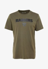 New Era - NFL OAKLAND RAIDERS CAMO COLLECTION TEE - T-shirt med print - mottled olive/khaki - 4