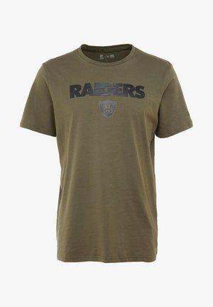 NFL OAKLAND RAIDERS CAMO COLLECTION TEE - Printtipaita - mottled olive/khaki