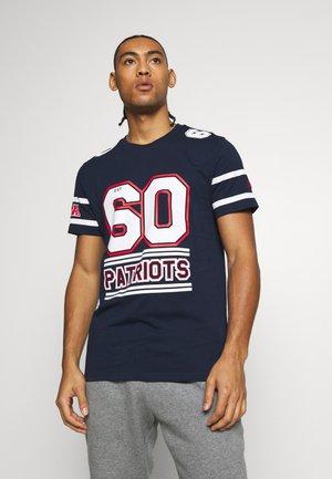 NFL TEAM ESTABLISHED TEE NEW ENGLAND PATRIOTS - Print T-shirt - dark blue