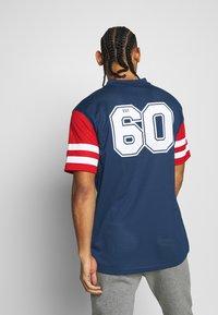 New Era - NFL CONTRAST SLEEVE OVERSIZED TEE NEW ENGLAND PATRIOTS - Club wear - dark blue - 2